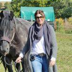 Jana im Coaching mit Pferd